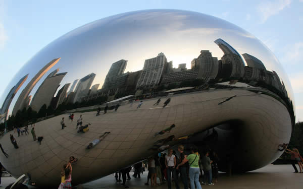"a photo of ""the bean"" in millenium park in chicago, illinois."