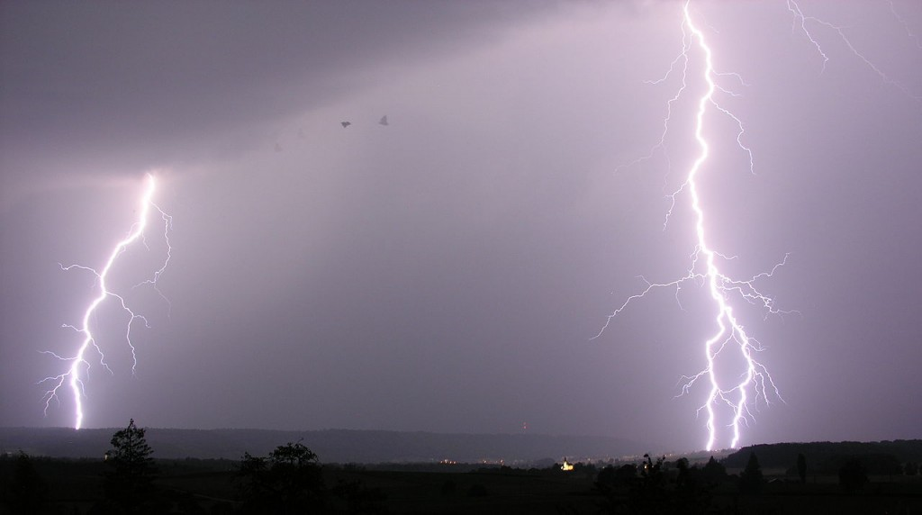 a photograph of two simultaneous lightning strikes