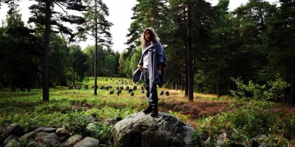 Roaming fearlessly at the stone circle in Hunn, Norway (Photo: Bent Søresen)