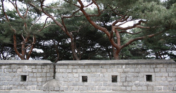 """""""Seonamgangnu, Hwaseong Fortress, Suwon"""" ©2008 – Polly Peterson.  Used with permission."""
