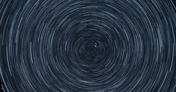 Time-lapsed photography of the stars as we perceive them from a rotating Earth, creating rings of circles