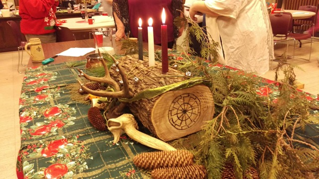 a traditional yule log with three candles