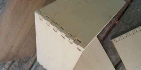 two edges of a wooden box joined by interlocking teeth