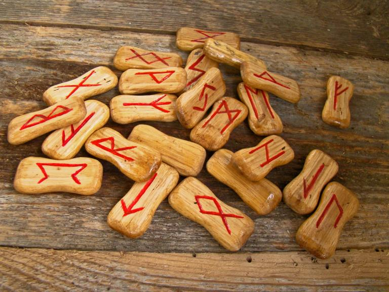 Runes are another popular form of divination.  Try different -mancy's until you find the one that speaks clearly to you.