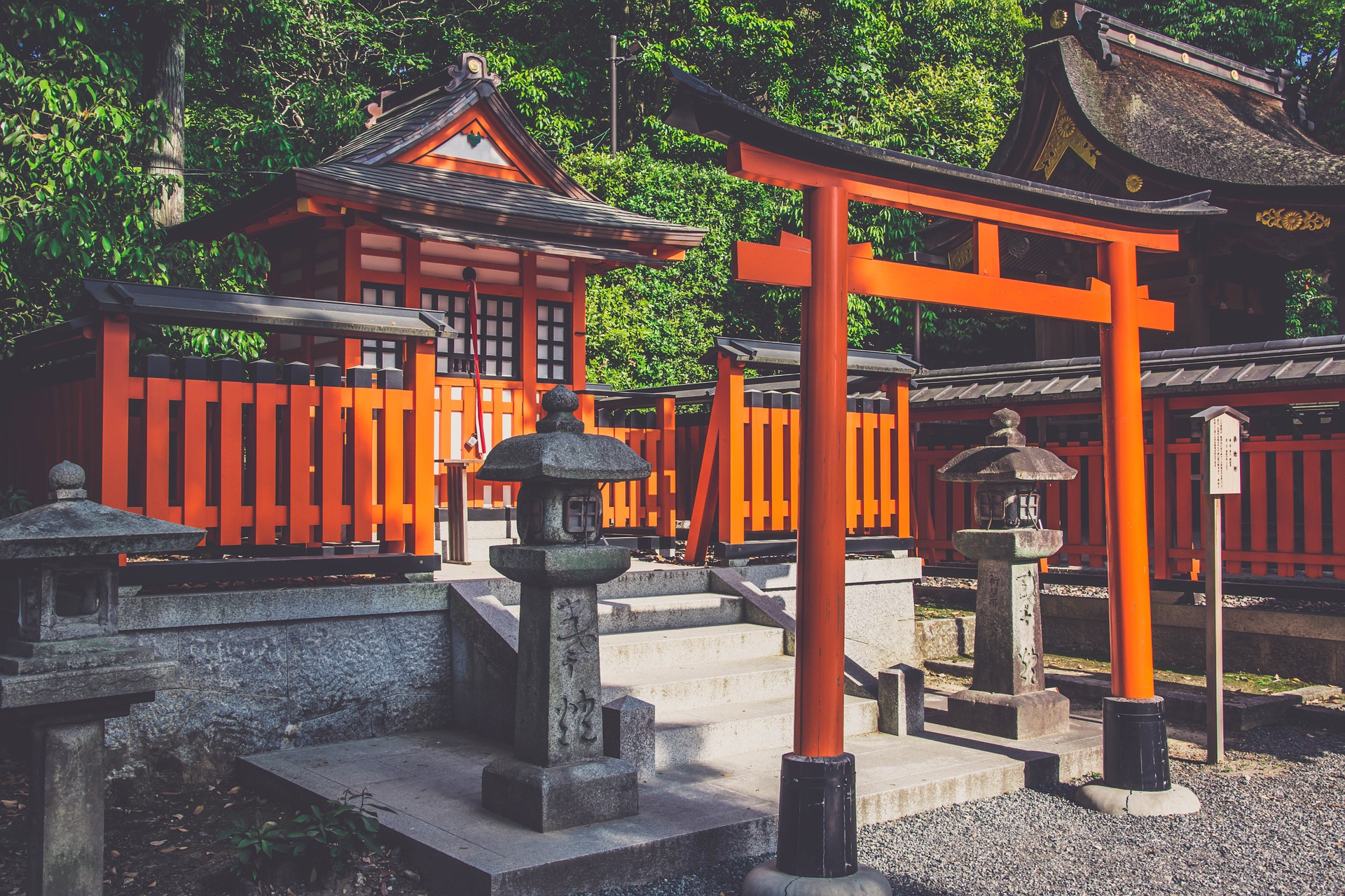 Shinto is the only animistic major world religion currently, but most indigenous religions are animistic, and it is believed that most ancient religions were as well.