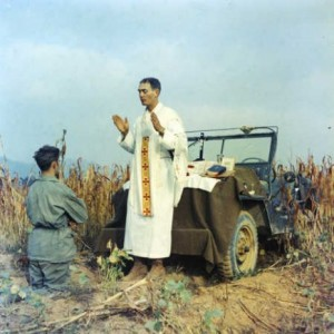 Father Emil Kapaun celebrates Mass on the battlefield.  (Photo: Wikimedia Commons)