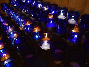 VOTIVE CANDLES By Tiger Craven (Own work) [CC BY-SA 4.0 (http://creativecommons.org/licenses/by-sa/4.0)], via Wikimedia Commons