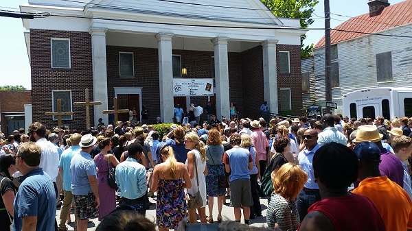 CHARLESTON SHOOTING MEMORIAL SERVICE By Nomader (Own work) [CC BY-SA 3.0 (http://creativecommons.org/licenses/by-sa/3.0)], via Wikimedia Commons