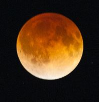 By Brian Lauer (Blood Moon from Chicago) [CC BY 2.0 (http://creativecommons.org/licenses/by/2.0)], via Wikimedia Commons
