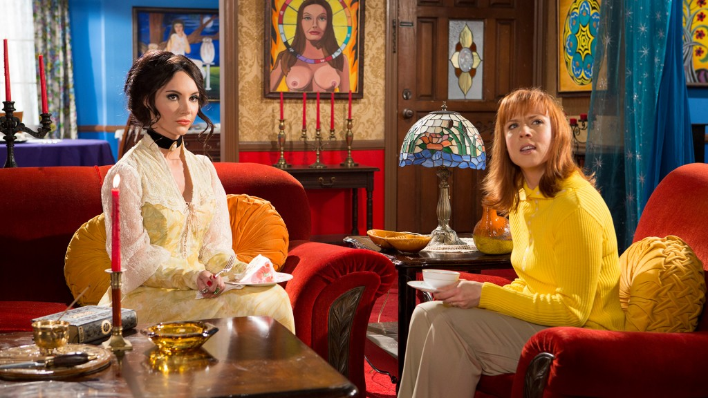 Elaine and friend Trish (Laura Waddell) in THE LOVE WITCH (Oscilloscope.net)