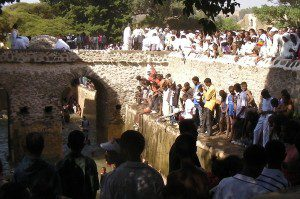 1600px-Fasilides_Bath_Timkat_people