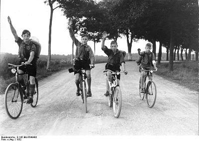 HJ bei der Fahrt auf Rädern, Berlin 1932