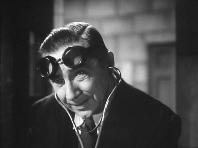 Bela Lugosi as mad scientist
