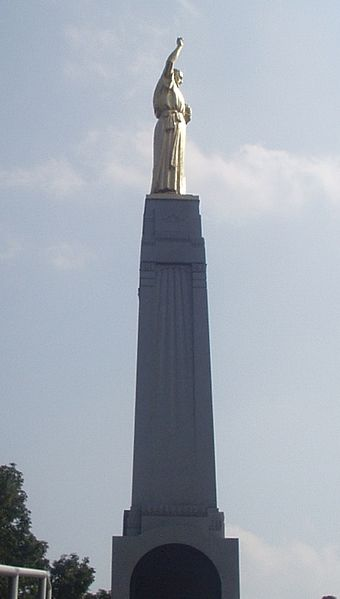 Cumorah monument Knaphus Moroni (from side)