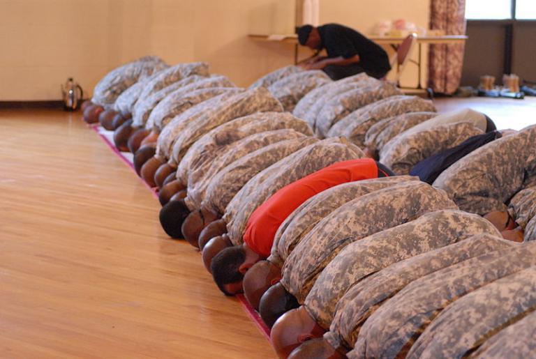 American Muslim soldiers at prayer