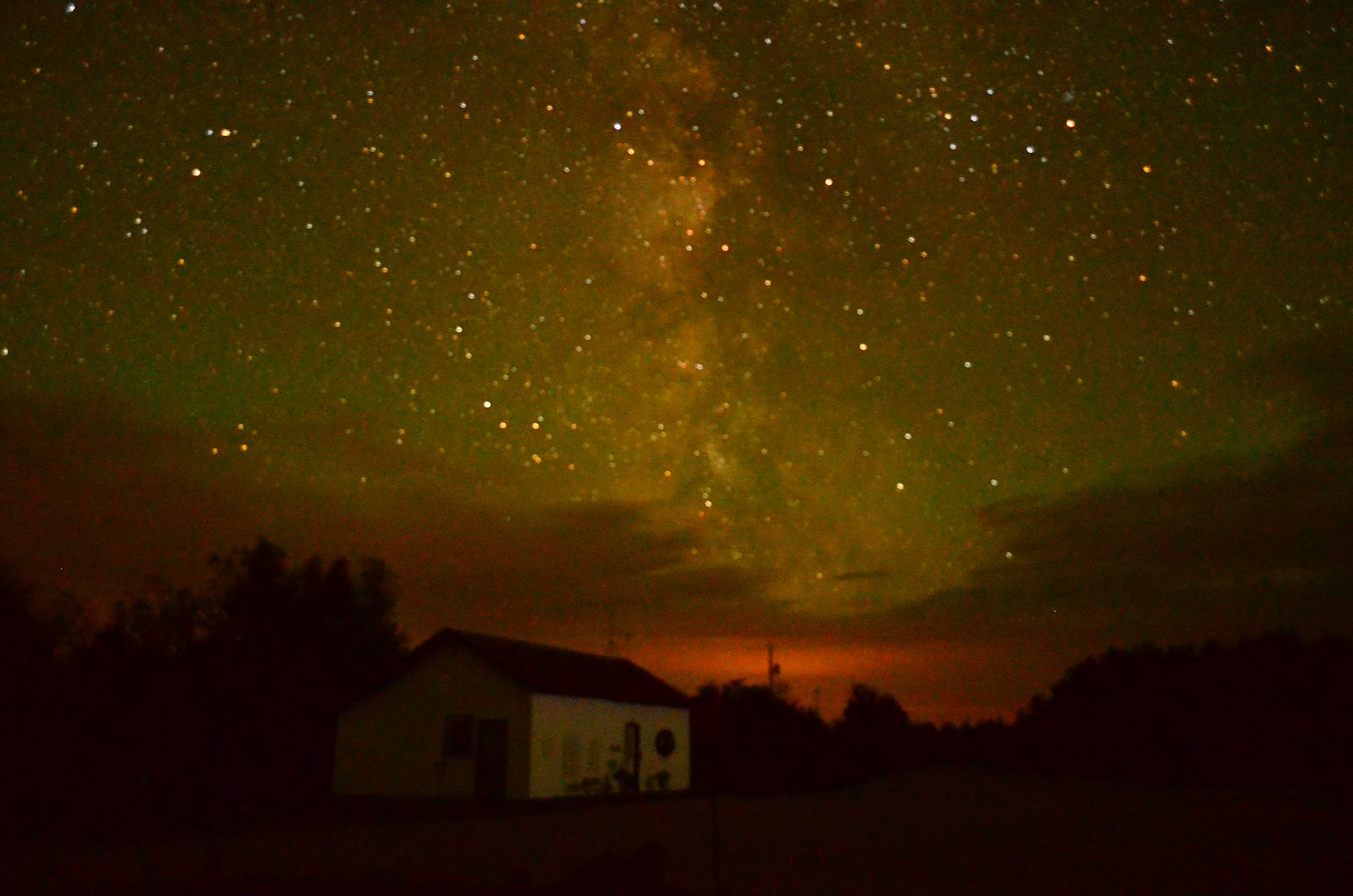 Wikimedia CC photo of little house with stars