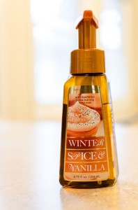 Bath_&_Body_Works_-_Winter_Spice_Vanilla_hand_soap_(8222986872)