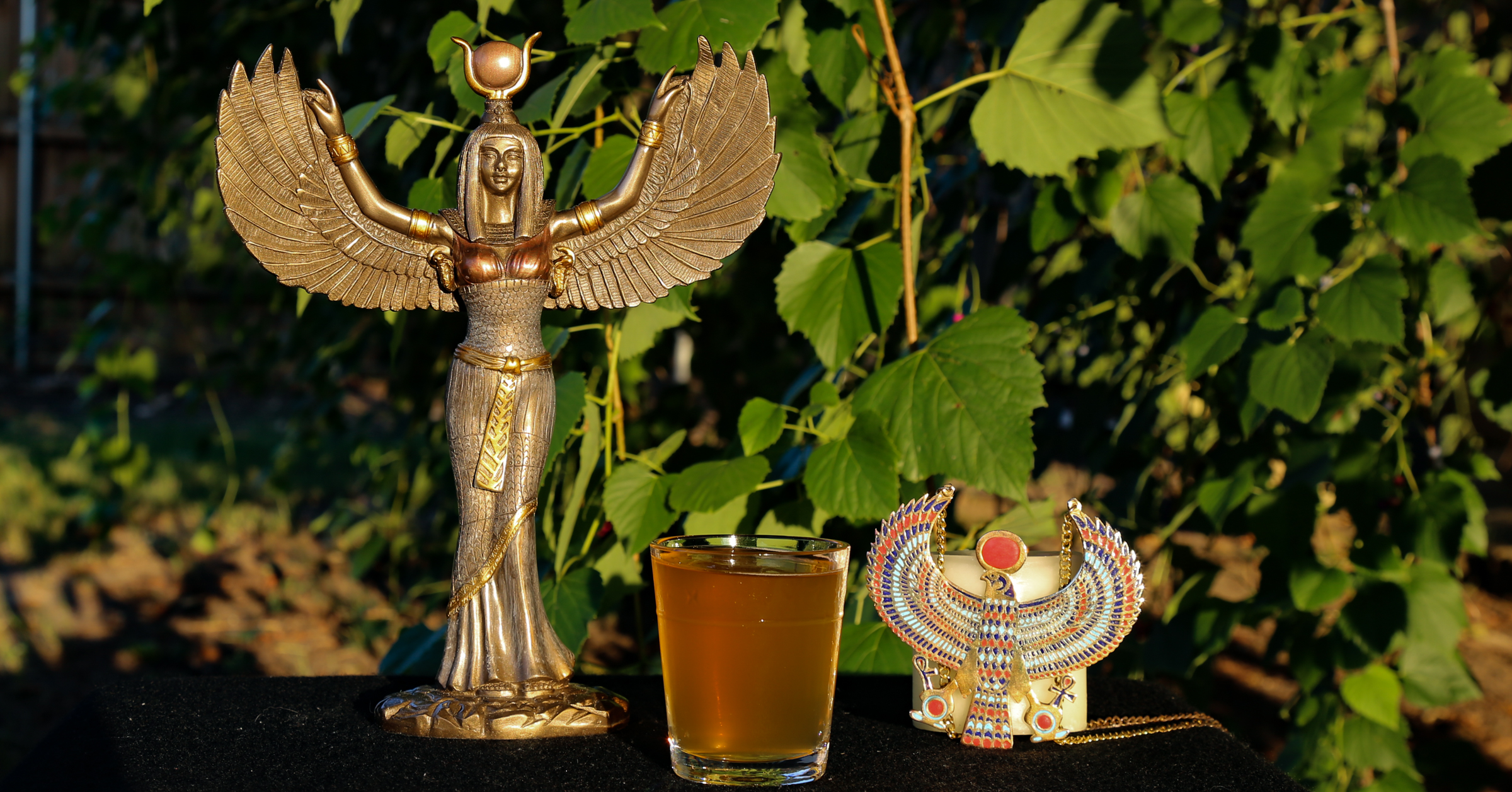 offerings to Isis and Horus
