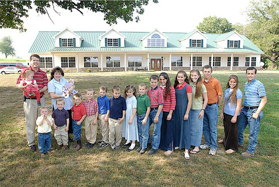 duggar-family-in-front-of-arkansas-house