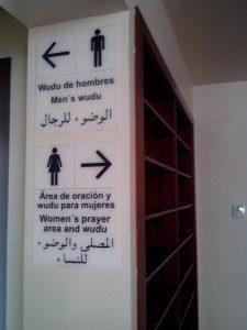 mezquita de granada wudu sign