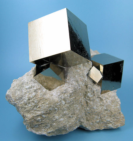 """2780M-pyrite1"" by CarlesMillan - Own work. Licensed under CC BY-SA 3.0 via Wikimedia Commons."
