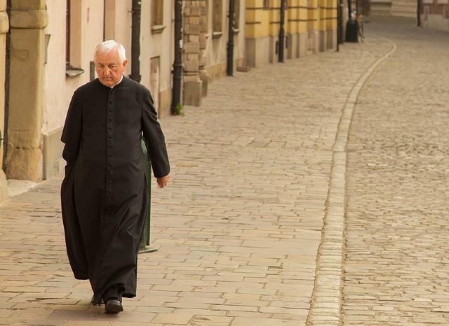 priest-1713035_640