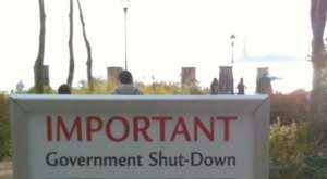 512px-Important_government_shutdown_notice_for_the_Stature_of_Liberty