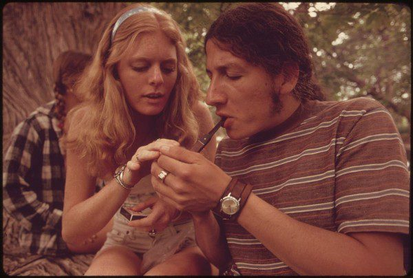 1024px-BOY_AND_GIRL_SMOKING_POT_DURING_AN_OUTING_IN_CEDAR_WOODS_NEAR_LEAKEY,_TEXAS._(TAKEN_WITH_PERMISSION)_ONE_OF_NINE..._-_NARA_-_554910