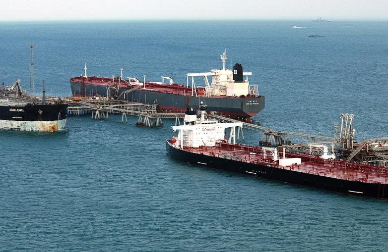 1024px-US_Navy_041212-N-6932B-013_Hundreds_of_oil_tankers_each_year_receive_their_payload_from_Iraq's_Al_Basrah_Oil_Terminal_(ABOT)