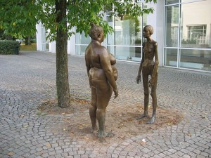 The sculpture Bronskvinnorna (The women of bronze) outside of the art museum (Konsthallen), Växjö, Sweden. The sculpture is a work by Marianne Lindberg De Geer. It displays one emaciated and one obese woman as a reaction to body fixation.