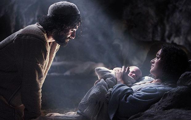 Newborn-Jesus-with-parents