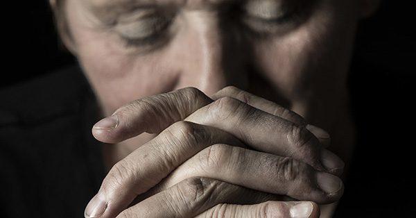 elder-praying