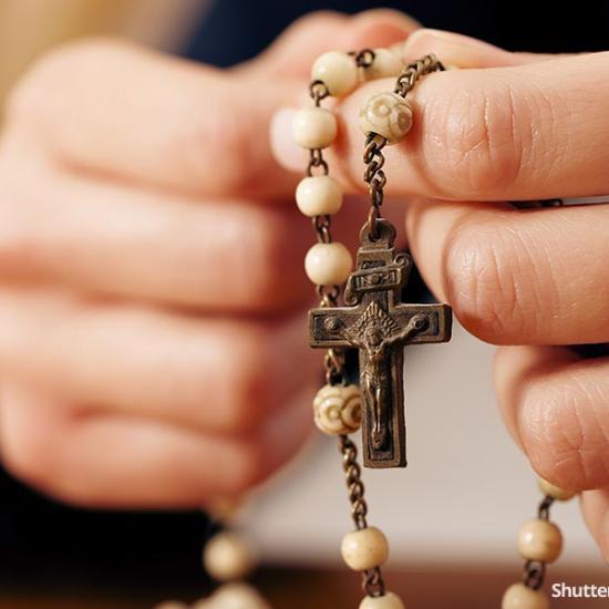 christian-catholic-rosery-prayer-hands