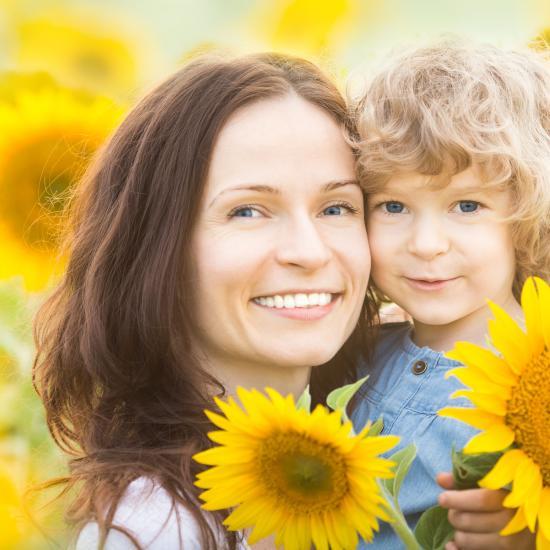 mom daughter sunflowers