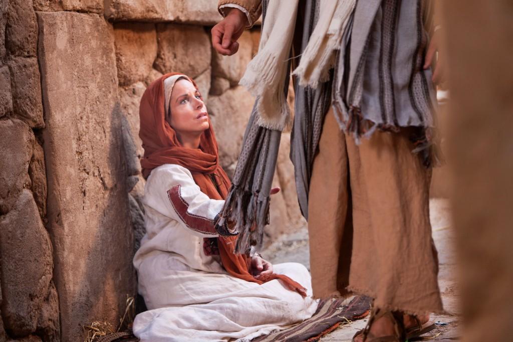 Jesus heals a woman.