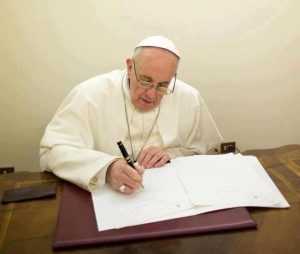 Pope-Francis-writing