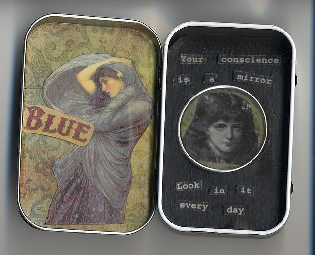 Your conscience is a mirror altered altoid tin by Constanza. Licensed under CC 2.0