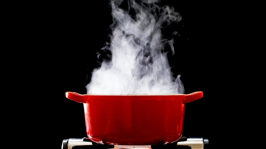 a pot of boiling steaming water