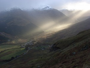 Shafts of sunlight over Inverlochlarig, Andrew Smith via Wikimedia Commons