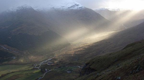 rsz_shafts_of_sunlight_on_inverlochlarig_-_geographorg_uk_-_355275