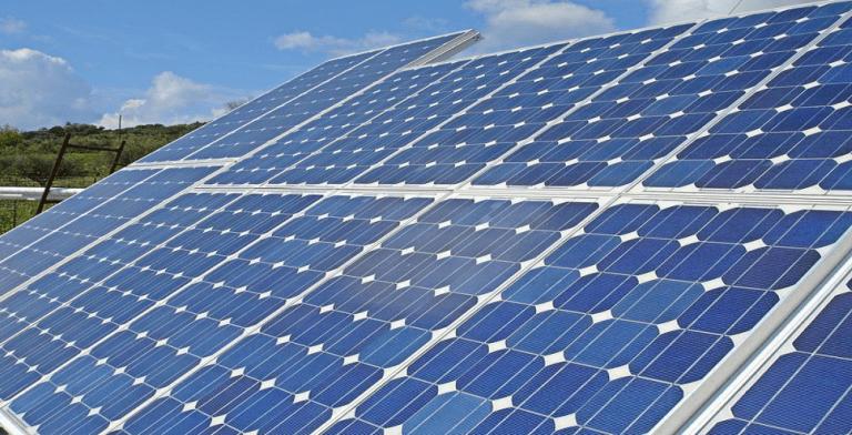 Solar Farm (Image via Wikimedia)