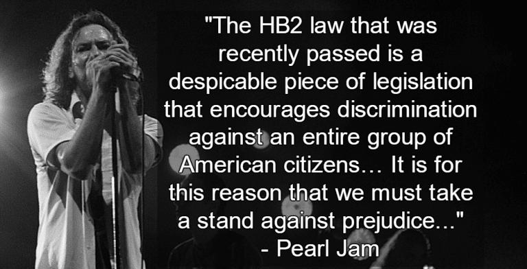 Eddie Vedder and Pearl Jam (Image via Wikipedia)