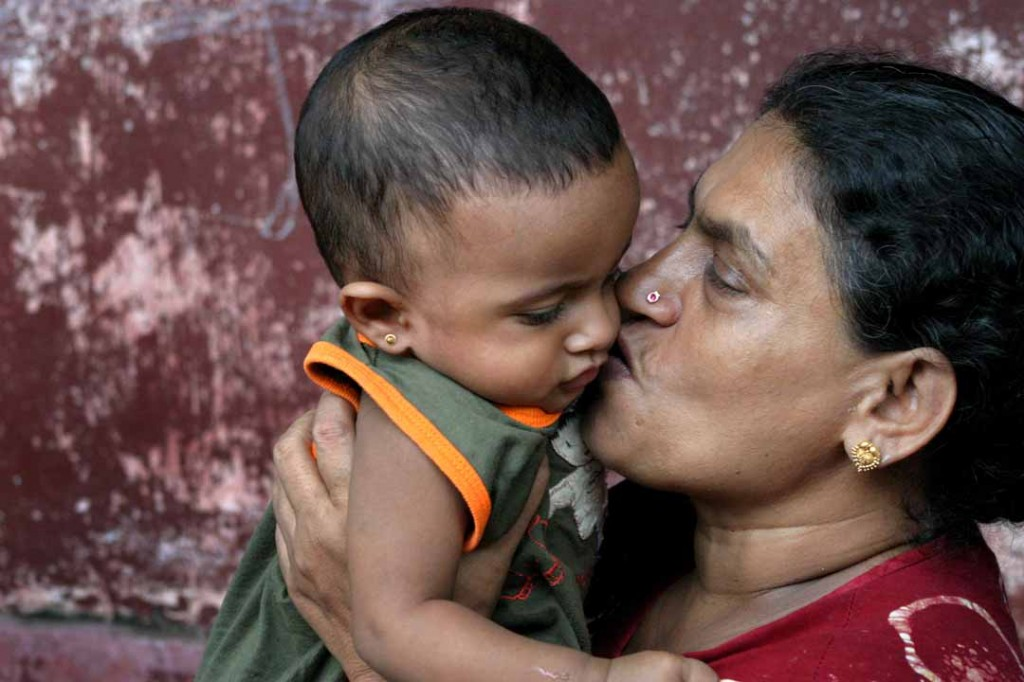 Sri_Lankan_woman_and_child