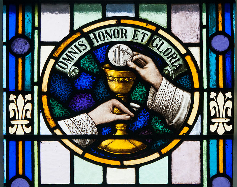 800px-Glenbeigh_St._James'_Church_Nave_Triple_Window_Omnis_Honor_et_Gloria_2012_09_09