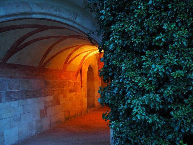 cloister-671754_640