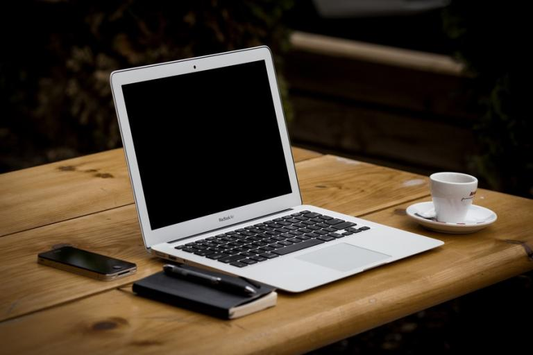 coffee-apple-iphone-desk-large
