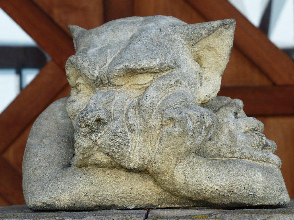 statue-100399_1280