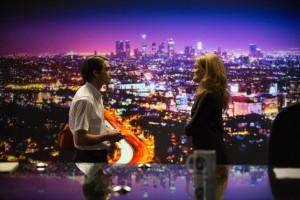 Louise Bloom and Nina Romina (Rene Russo), on the newsroom set