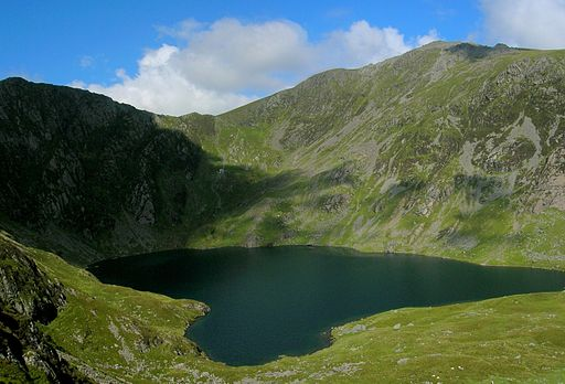 Cadair Idris by NotFromUtrecht (Wikimedia Commons)