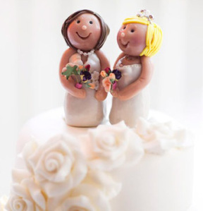 Wedding-cake-two-brides